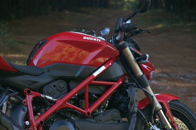 thefathippy 39 s ducati streetfighter 848 review. Black Bedroom Furniture Sets. Home Design Ideas