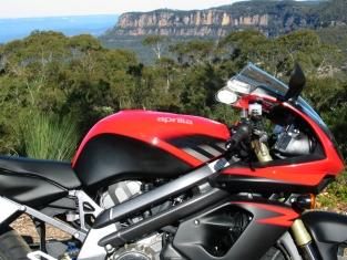 aprilia in front of narrowneck plateau - tony fathers